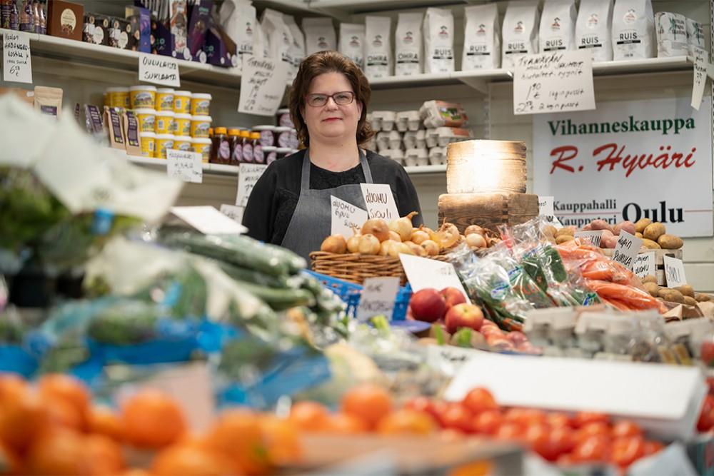vihanneksia ja vihanneskauppias