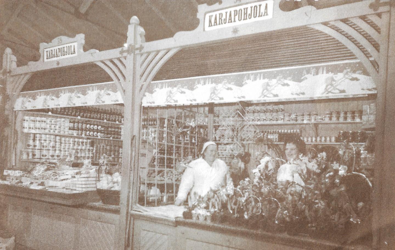 Vanha kuva kauppahallista sisältä